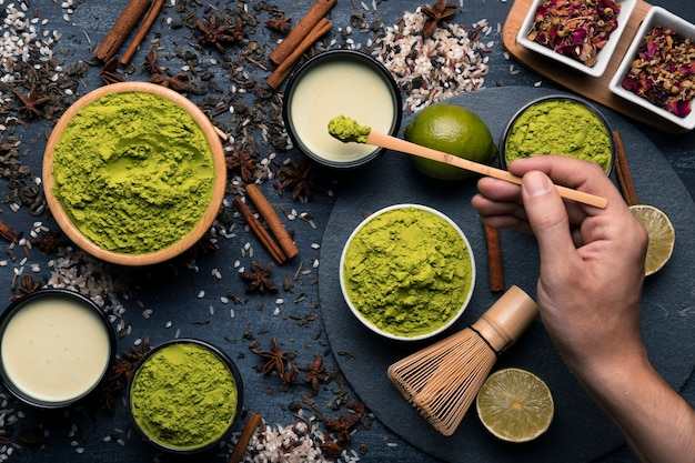 Composizione di diversi tipi di granulazione del tè verde