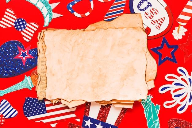 Composizione di festa dell'indipendenza degli sua con vecchi documenti