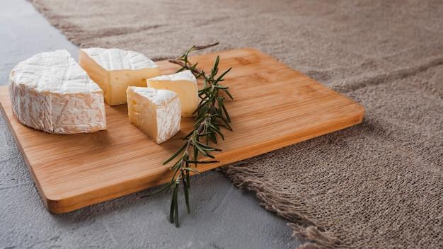 Composizione di formaggio isometrica