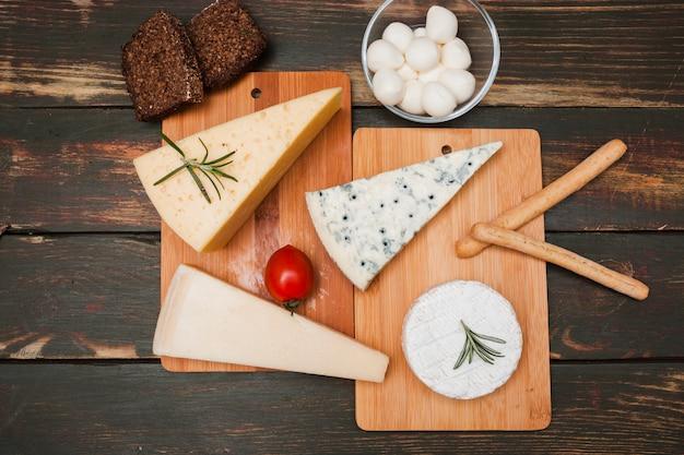 Composizione di formaggio piatto laico