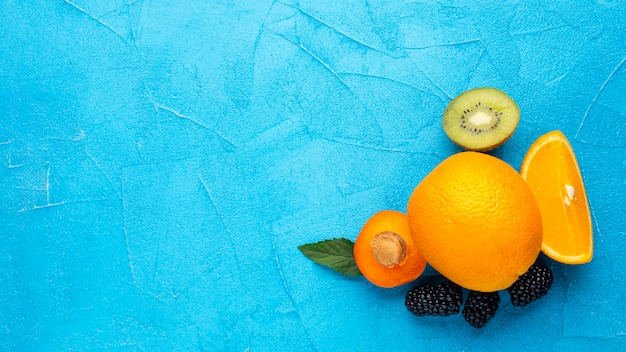 Composizione di frutta piatto con copyspace