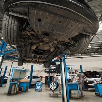 Composizione di meccanica dell'automobile moderna
