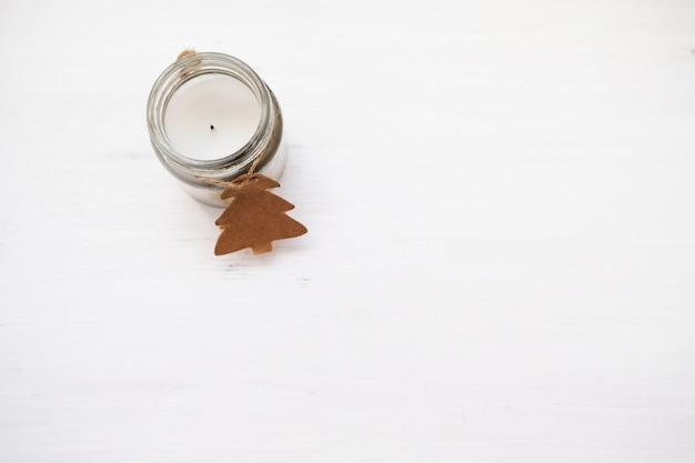 Composizione di natale candelabro di natale, inverno, concetto di capodanno.