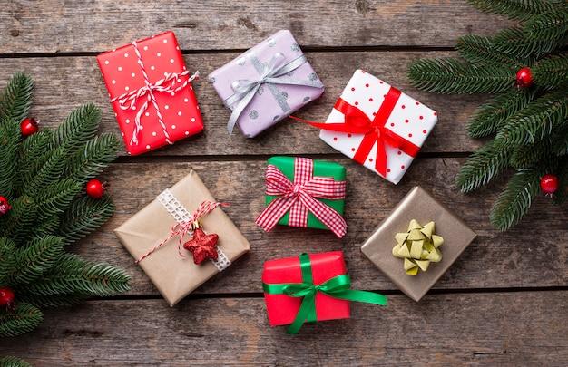 Composizione di natale con scatole regalo