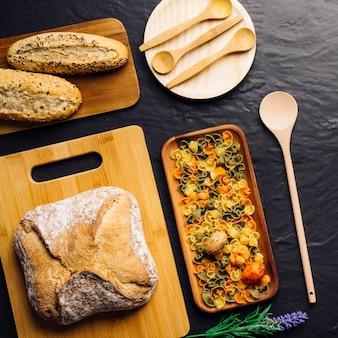 Composizione di pane e pasta