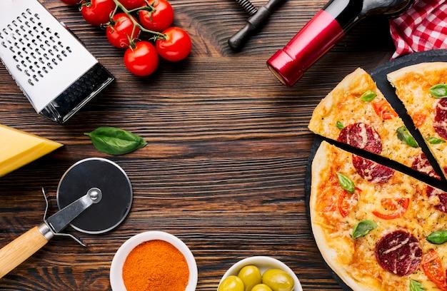 Composizione di pizza piatta laici con copyspace