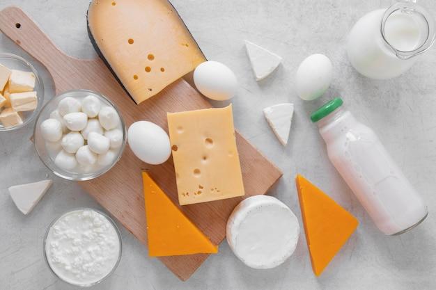 Composizione di prodotti lattiero-caseari laici piatti