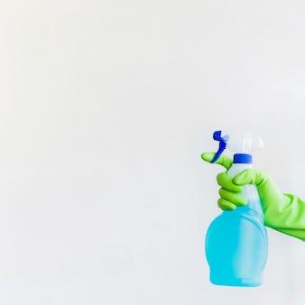 Composizione di pulizie con prodotto per la pulizia