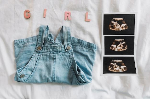 Composizione di vestiti per bambina
