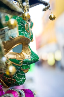 Composizione elegante con maschera veneziana di carnevale