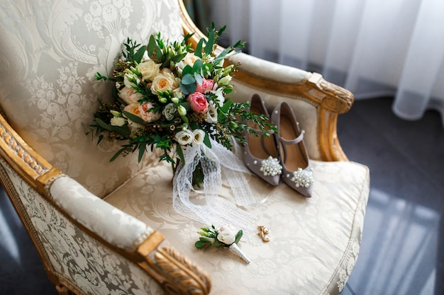Composizione festiva nel fiore di legno bianco. vista dall'alto.