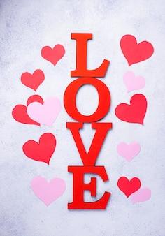 Composizione in san valentino con lettere amore