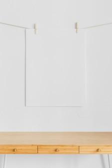 Composizione minimalista con mobili moderni