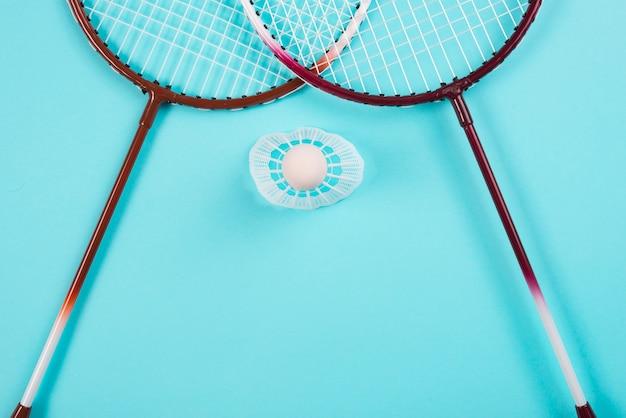 Composizione moderna attrezzatura da badminton