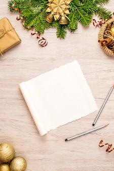 Composizione natalizia in carta pergamena per i tuoi messaggi sulle vacanze invernali. regalo di natale, cestino tradizionale, stelle di anice, pigne, bastoncini di cannella, noci e campane, vischio e palline di natale