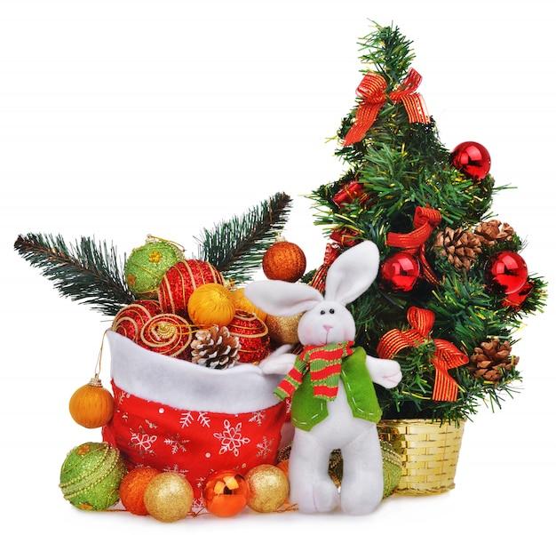 Composizione nel nuovo anno con la borsa e i giocattoli del babbo natale dell'albero di natale