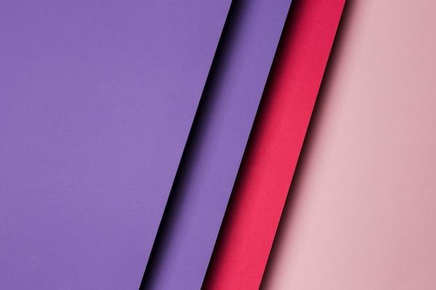 Composizione piatta laica di fogli di carta multicolori