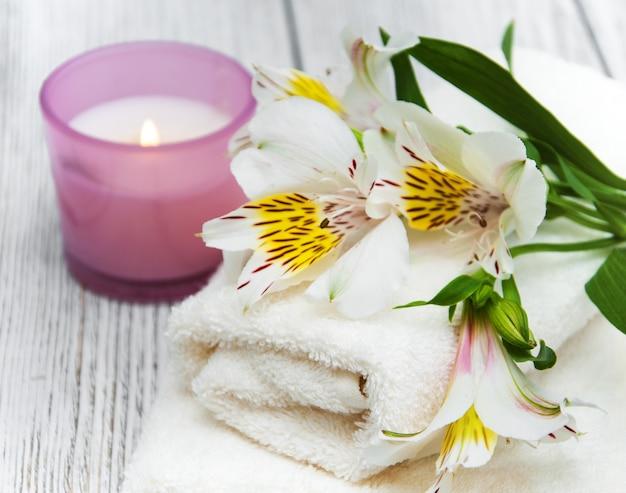 Composizione spa con fiori di alstroemeria
