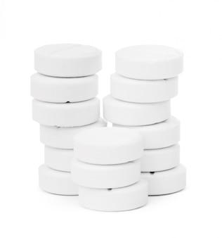 Compressa di pillola medica isolata su bianco