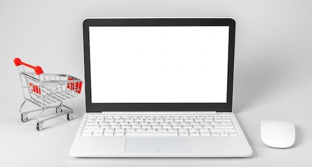 Computer portatile e cestino isolati