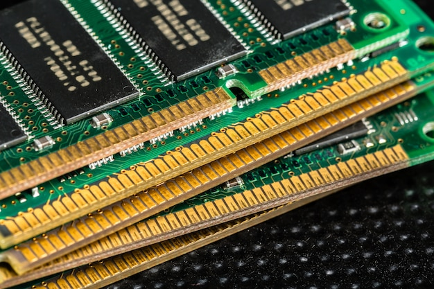 Computerchip, tecnologia e industria elettronica