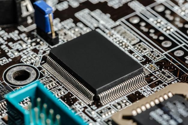 Computerchip, tecnologia e industria elettronica