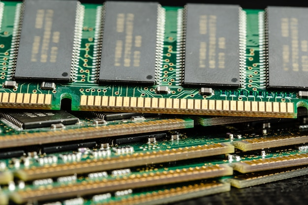 Computerchip, tecnologia ed industria elettronica