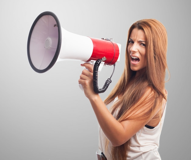 Comunicare tenendo protesta frustrato successo