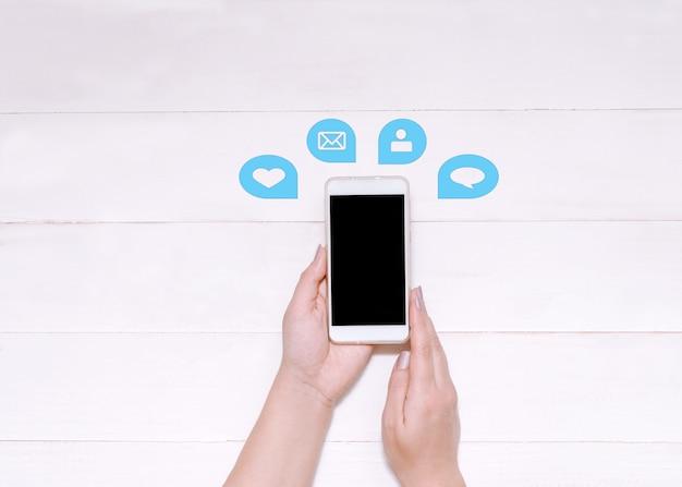 Comunicazione su internet o social network