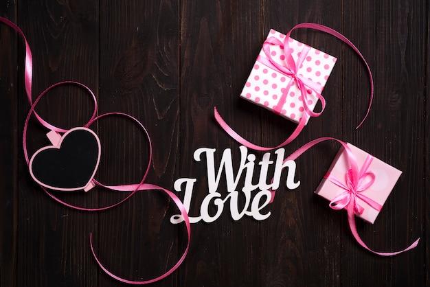 Con scritte d'amore e confezione regalo