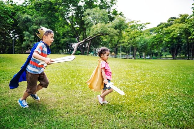 Concetto allegro del bambino di elementary childhood kid della sorella