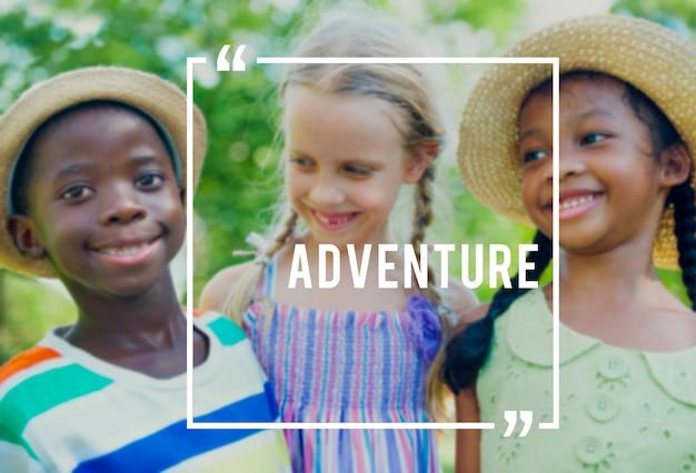 Concetto allegro di felicità di festa di viaggio di avventura