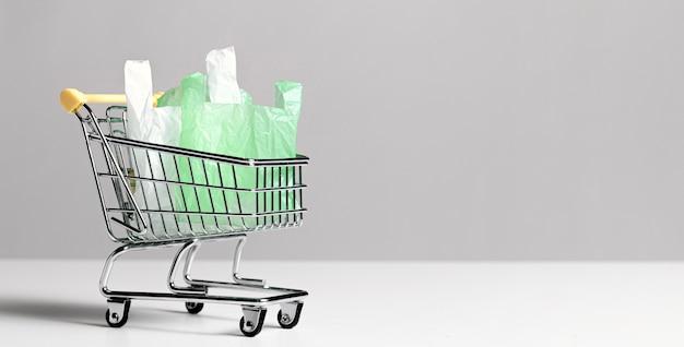 Concetto astratto del sacchetto di plastica con lo spazio della copia