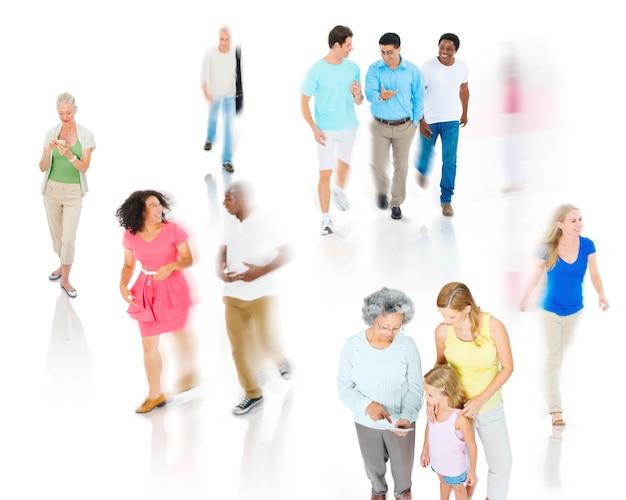 Concetto casuale di discussione di felicità della gente della comunità di diversità