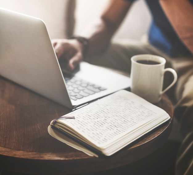 Concetto casuale di internet di comunicazione del caffè del caffè
