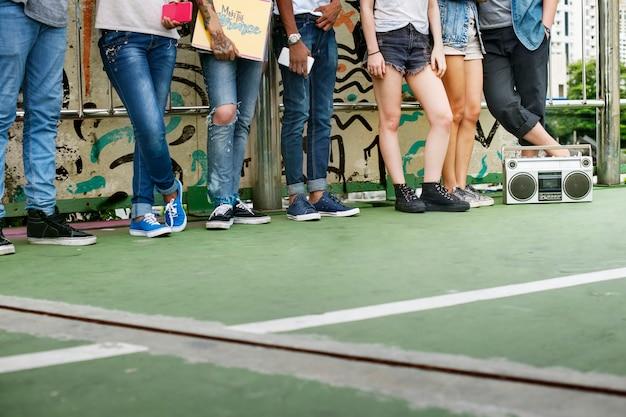 Concetto casuale di stile della gioventù della cultura di stile di vita degli adolescenti
