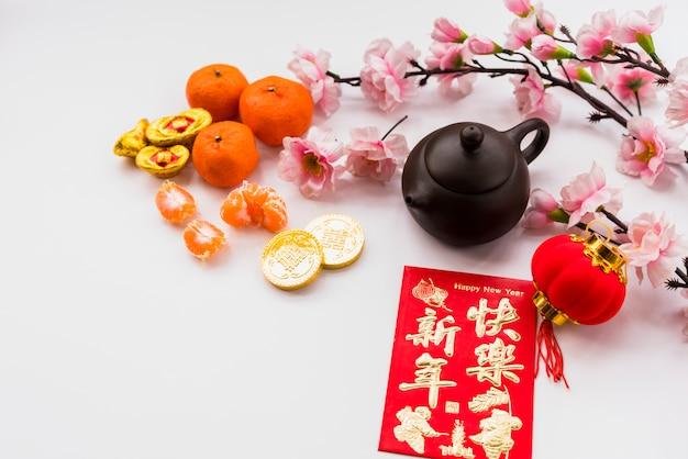 Concetto cinese del nuovo anno con la teiera