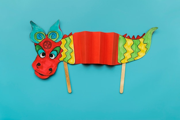 Concetto cinese di nuovo anno con drago fatto a mano
