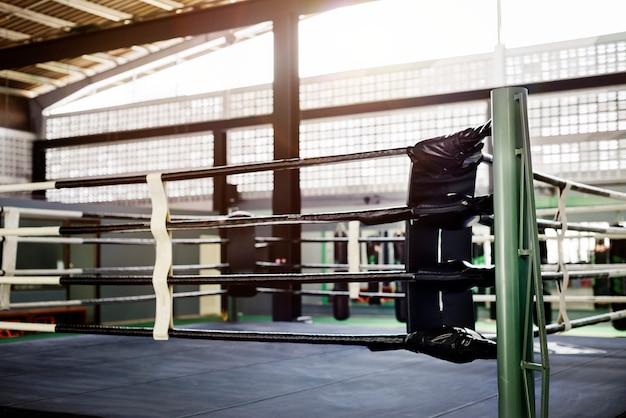 Concetto competitivo di sport di combattimento dello stadio dell'arena di pugilato di pugilato
