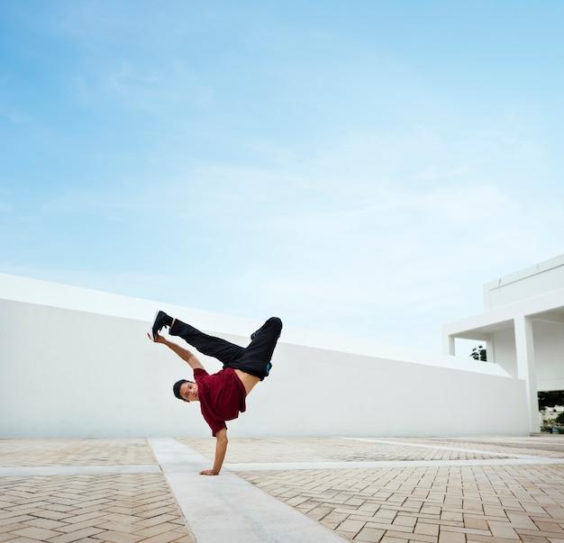 Concetto d'avanguardia di stile di vita degli adolescenti del movimento di breakdance