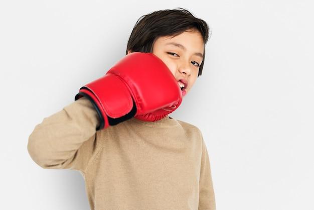 Concetto dei guanti di inscatolamento di little boy