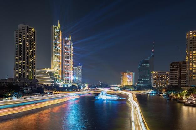 Concetto del lato, dell'architettura e di viaggio del fiume di paesaggio urbano di bangkok