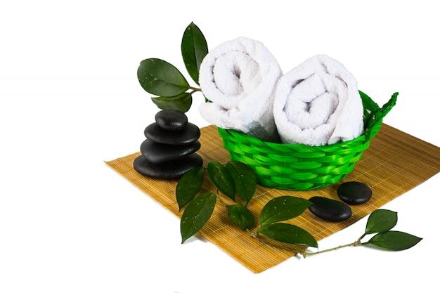 Concetto del prodotto della stazione termale isolato su bianco