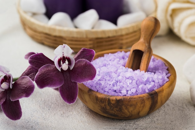 Concetto del sale della stazione termale di aromaterapia del primo piano