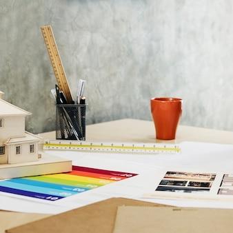 Immagine di oggetti di ingegneria sul posto di lavoro top for Ufficio architetto design