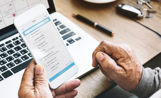Concetto della comunicazione globale del collegamento della corrispondenza del email