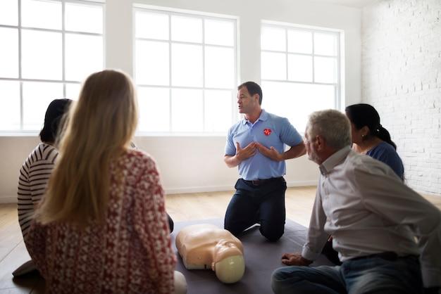Concetto di addestramento al pronto soccorso cpr