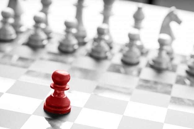 Concetto di affari di scacchi, lavoro di squadra leader e successo