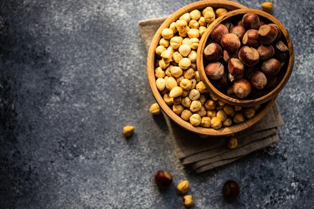 Concetto di alimenti biologici con noci