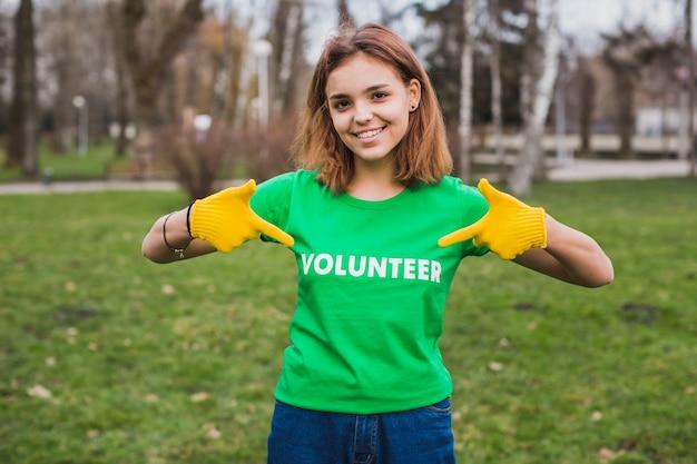 Concetto di ambiente e volontariato con donna